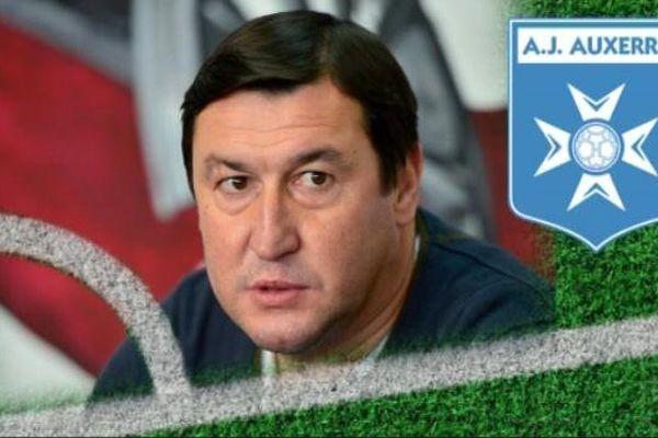 Viorel Moldovan est un ancien international roumain, qui a participé à deux coupes du monde.