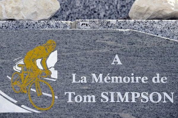 Vaucluse : Une cuvée Tom Simpson pour entretenir la stèle sur le Ventoux
