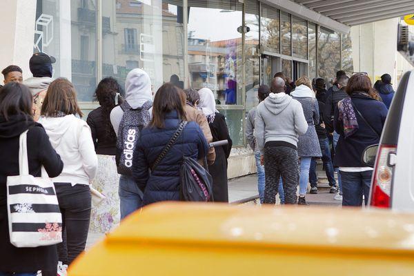 Montpellier - beaucoup d'attente à la poste Rondelet - 16 mars 2020.