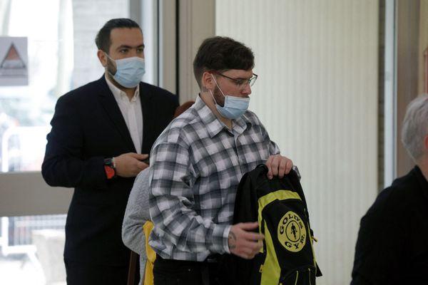 Samuel Dufour (à droite) and Esteban Morillo (à gauche), à leur arrivée à la cour d'assises de l'Essonne à Evry le jeudi 3 juin 2021