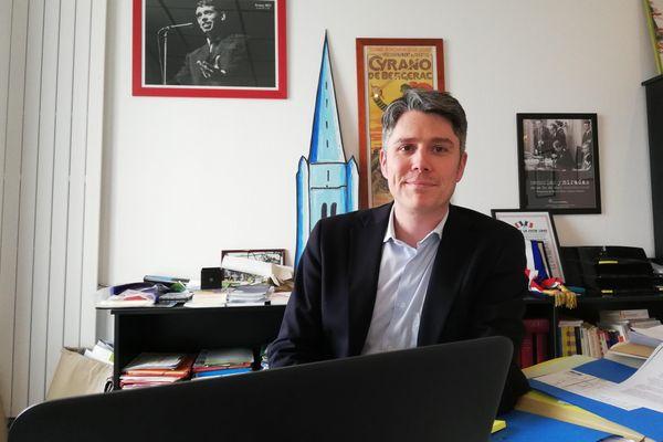 Mickaël Vallet (PS), maire de Marennes-Hiers-Brouage, a été élu sénateur de Charente-Maritime le dimanche 27 septembre 2020 en battant le sénateur sortant Bernard Lalande.