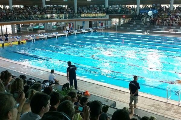 Le public autour du bassin à la piscine olympique de Dijon lors de la préparation aux championnats du monde de natation en juillet 2013