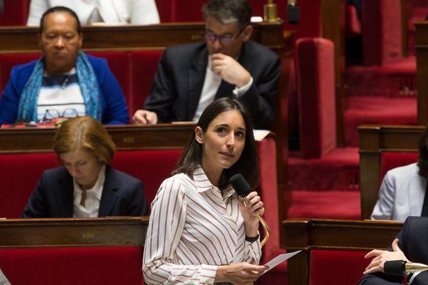 Brune Poirson, Secrétaire d'État auprès du Ministre d'État, Ministre de la Transition écologique et solidaire. dans l'hémicycle de l'Assemblée nationale lors d une séance de questions au gouvernement