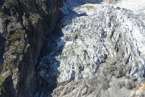 Une portion de 250.000 mètres cubes du glacier de Planpincieux, au Mont-Blanc, menace de s'effondrer.