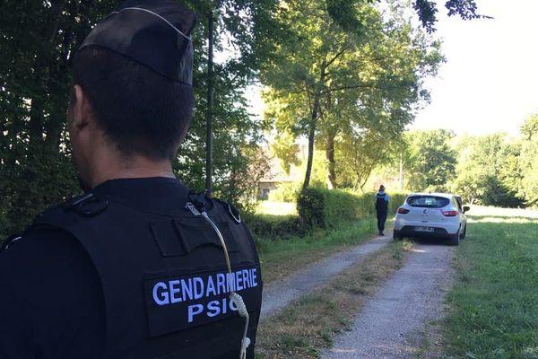 Une dizaine de gendarmes sont intervenus pour empêcher les membres de l'association de s'introduire sur la propriété