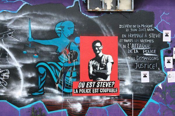 """Tag """"Où est Steve"""" sur le quai Wilson à Nantes"""