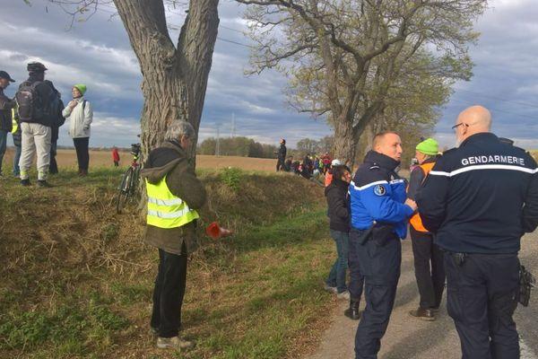 Habitants contre abattage d'arbres sur le tracé du GCO