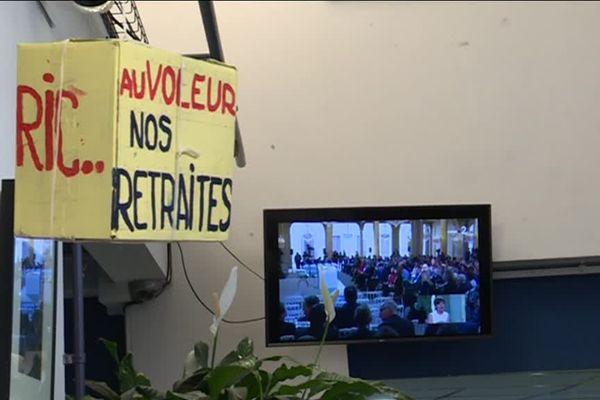 A Marseille, des gilets jaunes s'étaient rassemblés au théâtre Toursky à Marseille pour écouter le discours d'Emmanuel Macron, en réponse au grand débat national.