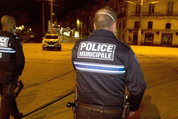 Montpellier - patrouille de police durant le coure-feu - mars 2020.
