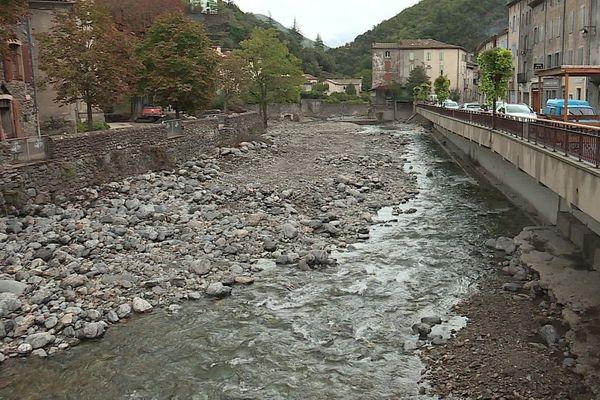 Un filet d'eau aujourd'hui bien paisible...difficile d'imaginer à quel point l'Hérault s'est déchainé à Valleraugue.