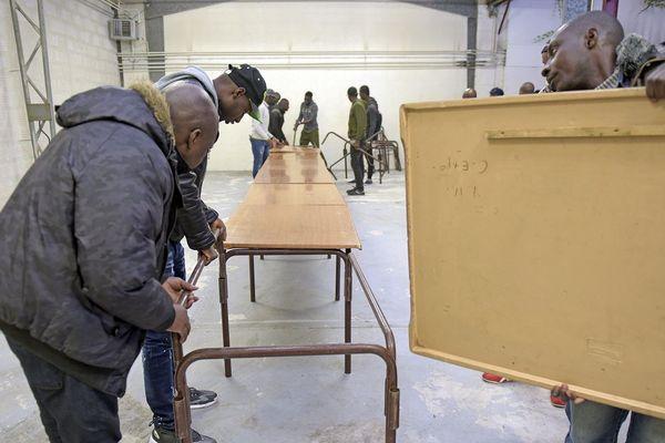 Les sans-papiers expulsés hier ont trouvé refuge dans les bureaux vides à Montreuil