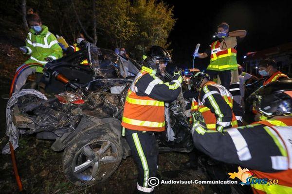 Un terrible accident a coûté la vie à deux personnes, jeudi soir, sur la commune de Boucoiran, dans le sens Alès-Nîmes, dans le Gard. Deux des 4 occupants de la voiture, un homme de 24 ans et une femme de 27 ans, sont décédés.