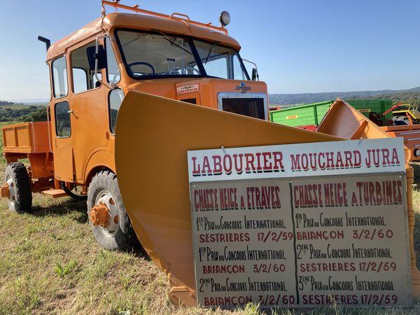 LABOURIER ne produisait pas que des tracteurs mais aussi des véhicules spéciaux comme ce chasse-neige soigneusement restauré par la famille Imbert