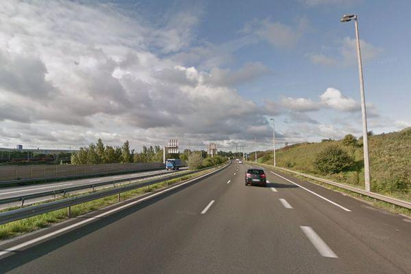 L'autoroute a été coupée au niveau de Grande-Synthe.