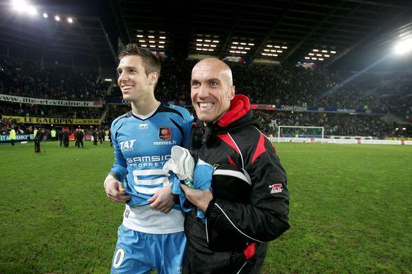 Le sourire des gardiens de but Christophe Revault et Simon Pouplin après le victoire de Rennes face à Lyon (1-0) en novembre 2006 au Stade d la route de Lorient.