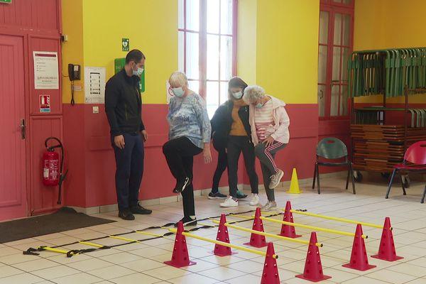 Les cours d'activité adaptée permettent aux malades de Parkinson de conserver de l'autonomie et de rompre leur isolement.