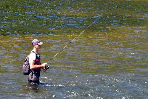 Le site de vente en ligne Pêcheur.com propose à la vente 150 000 articles pour toutes les pratiques de pêche sportive. Photo d'illustration