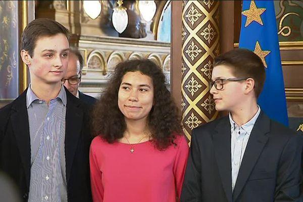 Mathilde Edey Gamassou (au centre), Jeanne d'Arc 20187, lors de sa présentation à la presse à l'hôtel Groslot  - Orléans - 19 février 2018