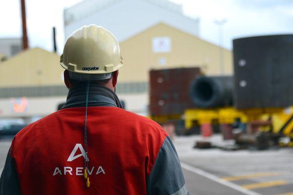 Un ouvrier devant les forges d'Areva au Creusot (Saône-et-Loire) le 21 octobre 2016.