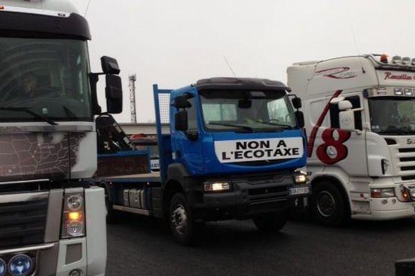 Une quarantaine de camions a défilé de Perpignan au Perthus
