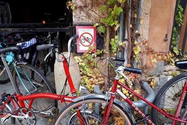"""Les usagers toulousains décrivent un climat """"plutôt défavorable"""" aux vélos."""