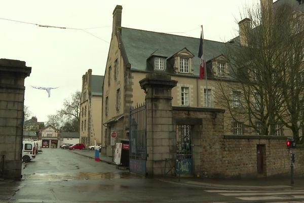 Les sapeurs-pompiers de la caserne Saint-Georges de Rennes vont reprendre les interventions ce dimanche après-midi selon l'ARS, qui a détecté moins de 10 cas contacts du couple contaminé par le coronavirus.