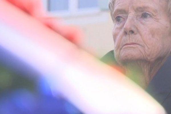 Denise Holstein habite Antibes. Elle a 88 ans. Elle a été déportée à Auschwitz Birkenau et a survécu.