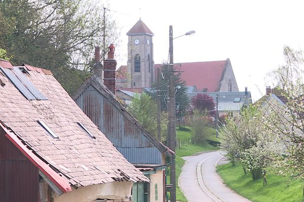Pour les 500 habitants de Mézières-en-Santerre dans la Somme, vivre le confinement à la campagne est une chance.