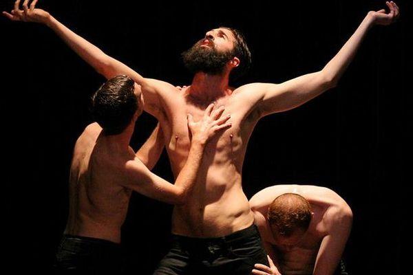 """La chorégraphie Shangaï Boléro Triptyque """" les Hommes"""" de Didier Théron s'est imposée comme une évidence lors de la compétition internationale de Jérusalem."""