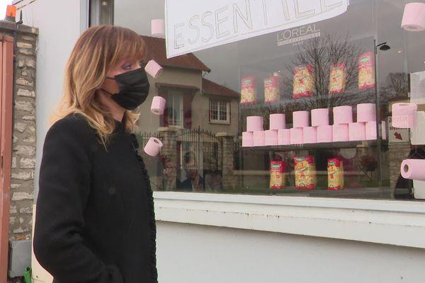 17 novembre 2020 – La devanture du  salon de coiffure de Sandrine à Bueil (Eure)