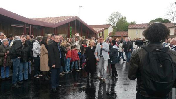 Affluence pour cette inauguration de la place Wolinski, malgré la météo capricieuse