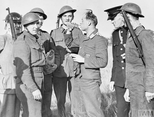 Un Allemand, membre d'équipage d'un bombardier abattu, capturé par les Britannique le 30 août 1940.