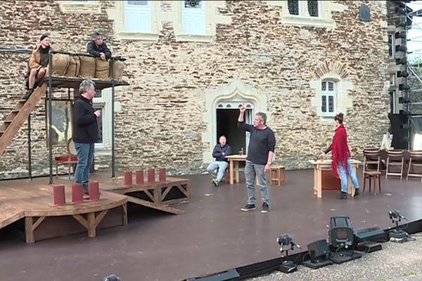 Répétitions de «Jacques et son maître» de Milan Kundera au château du Plessis-Macé - Festival d'Anjou