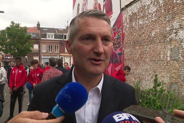 Olivier Létang, président du Losc, lors de l'installation de la fresque de la victoire du Losc en Coupe de France en 2011.