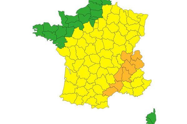 La majorité des départements de l'Hexagone sont placés en alerte jaune aux orages ce mercredi