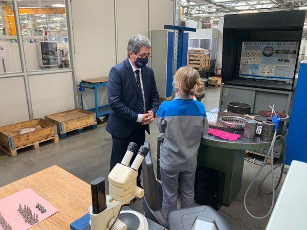 Visite de terrain pour le candidat Rottner à l'usine Hydro Leduc d'Azerailles.