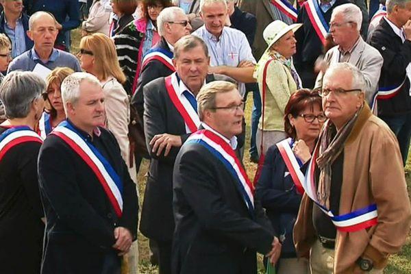 Ce jour-là, Mr Peiro portait une écharpe de député qu'il n'avait plus le droit d'arborer en public... et ses opposants l'avaient immédiatement relevé.
