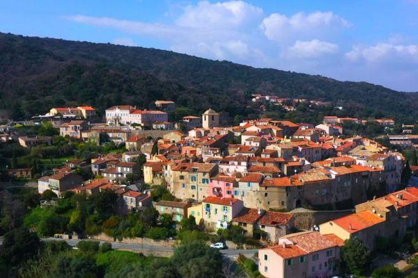 A Ramatuelle, près de Saint-Tropez, des hélicoptères survolent sans cesse la commune.