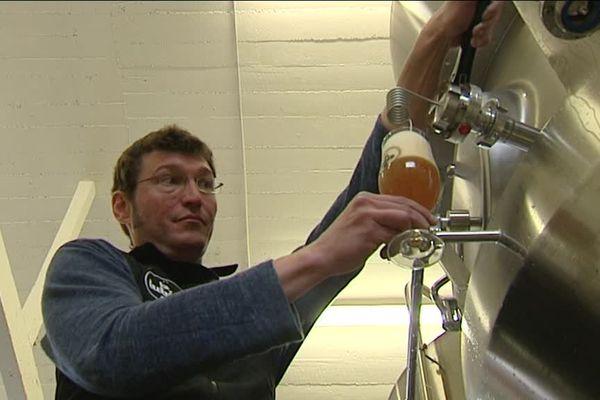 Adrien Blondel, a lancé sa propre bière artisanale il y a 6 ans après avoir laissé une carrière de cadre