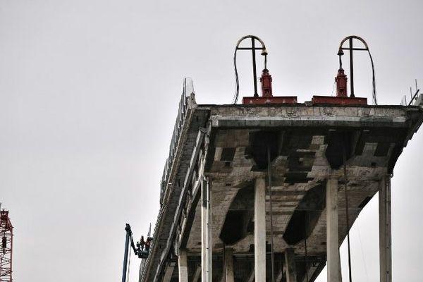 Comment démolir un pont ? Les techniques sont multiples et plus ou moins élaborées.