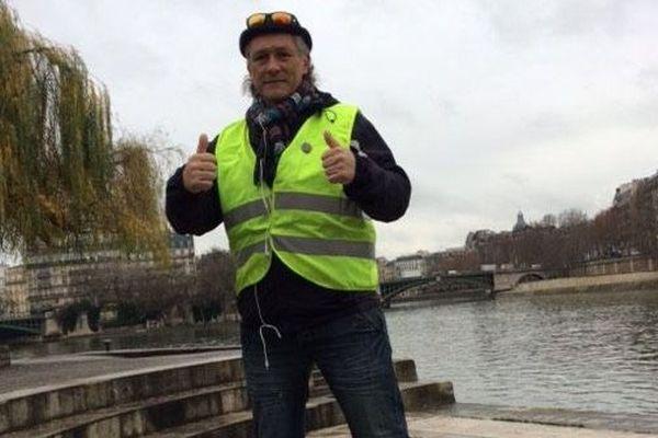 Eric Lunier, gilet jaune lozérien de la première heure, a réussi son défi : aller à pied jusqu'à Paris et remettre des lettres de doléances au gouvernement.
