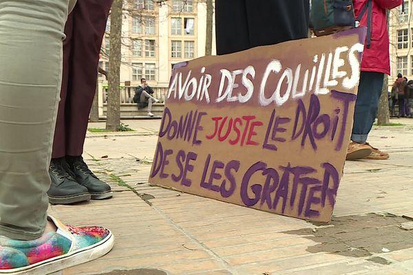 Pancartes et slogans contre le machisme
