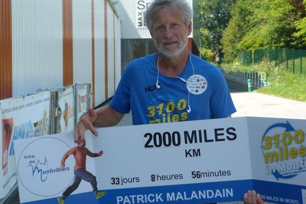 Le 34ème jour de sa course, Patrick fête ses 2 000 miles, soit environ les deux tiers de son challenge, il court en moyenne 100 km par jour.