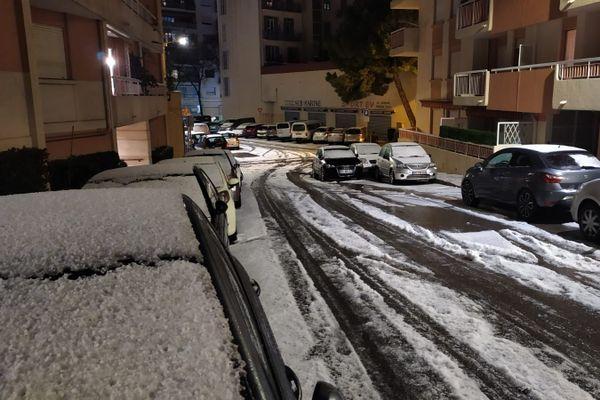 Comme de la neige, rue du Beal à Nice le 25 décembre 2020