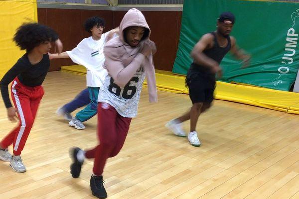 """Les danseurs de l'association """"Dance Hope"""""""