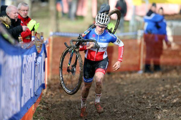 Marion Norbert Riberolle, lors de la course des féminines de la Coupe du monde de cyclo-cross à Nommay en 2020.