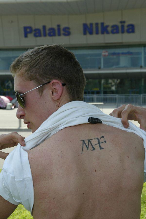 Un fan de Mylène Farmer avant son concert en 2009 au Palais Nikaia.