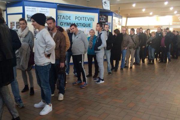 À l'ouverture de la billetterie ce matin à Poitiers.