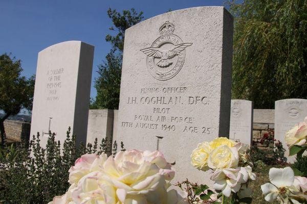 La tombe de John Hunter Coghlan au cimetière militaire de l'Est à Boulogne-sur-Mer.