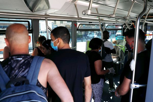 Le bus 83 pour rentrer des plages du Prado est souvent bondé pendant l'été.